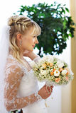 Noiva elegante no dia do casamento fotografia de stock royalty free