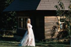 Noiva em uma caminhada Fotos de Stock Royalty Free