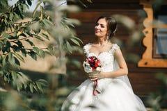 Noiva em uma caminhada Imagem de Stock Royalty Free
