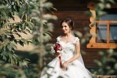 Noiva em uma caminhada Imagens de Stock