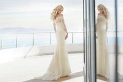Noiva encantador no terraço Imagens de Stock Royalty Free