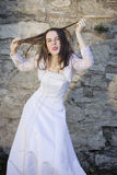 Noiva engraçada que faz as faces Imagens de Stock Royalty Free