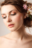 A noiva está olhando para baixo Fotos de Stock Royalty Free