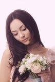 Noiva Fêmea asiática com ramalhete do casamento Foto de Stock