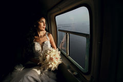 Noiva feliz no helicóptero Foto de Stock Royalty Free