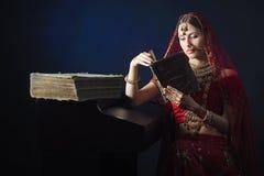 Noiva hindu pronta para a uni?o fotos de stock royalty free