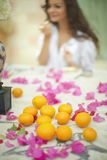 Noiva lindo, bonita, modelo que prepara-se ao dia do casamento Foto de Stock