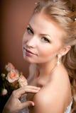 Noiva luxuosa com penteado do casamento Fotografia de Stock