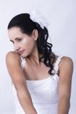 Noiva moreno no vestido de casamento floral branco Fotografia de Stock Royalty Free