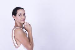 Noiva moreno nova no vestido floral bonito Foto de Stock