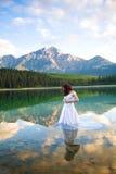Noiva na água Fotografia de Stock Royalty Free