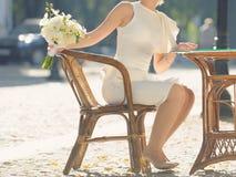 Noiva na cadeira de Twiggen Fotos de Stock Royalty Free