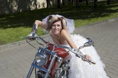 Noiva na motocicleta Fotografia de Stock