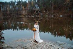 Noiva na natureza Imagem de Stock Royalty Free