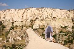 Noiva na pedra Imagens de Stock Royalty Free