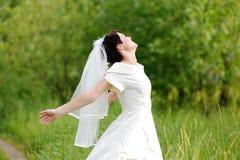 Noiva no parque imagens de stock royalty free