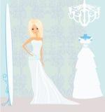 Noiva no salão de beleza no vestido de casamento Fotos de Stock Royalty Free