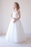 Noiva no vestido branco antes do casamento Imagem de Stock