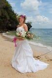 Noiva no vestido de casamento imagens de stock
