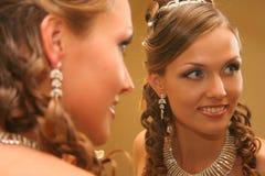 Noiva no vestido de casamento imagens de stock royalty free