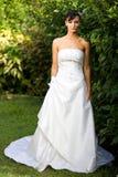 Noiva no vestido de casamento fora Fotografia de Stock Royalty Free