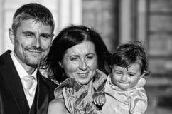 Noiva, noivo e filha no casamento imagem de stock royalty free