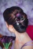 Noiva nova bonita com composição do casamento e penteado no quarto Retrato do close up da noiva lindo nova Fotografia de Stock