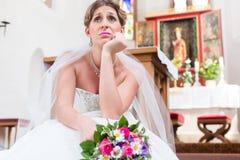 Noiva que espera apenas pelo casamento que é frustrante fotos de stock