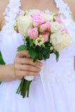 Noiva que guardara o ramalhete do casamento Imagem de Stock Royalty Free