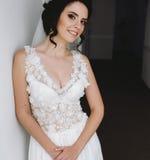 Noiva que levanta em um corredor Imagens de Stock Royalty Free