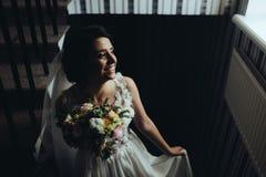 Noiva que levanta na câmara Imagens de Stock Royalty Free
