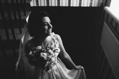 Noiva que levanta na câmara Imagens de Stock