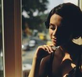 Noiva que olha através da janela foto de stock royalty free