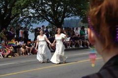 Noivas da lésbica, parada alegre do orgulho de Vancôver Fotografia de Stock Royalty Free