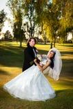 Noivo Dips His Bride imagem de stock royalty free