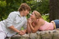 Noivo e amiga. imagem de stock
