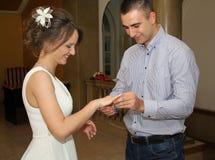Noivo e noiva Fotos de Stock Royalty Free