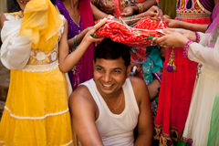 Noivo indiano que faz rituais da união Foto de Stock Royalty Free