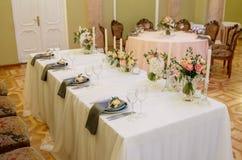 Noivo, noiva, alianças de casamento, ramalhete nupcial Imagem de Stock