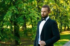 Noivo novo em um parque Fotografia de Stock Royalty Free