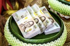 Noivo tradicional tailandês da cerimônia de casamento, presente de casamento tailandês, valor máximo de concentração no trabalho  imagem de stock