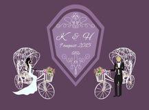 noivos em um triciclo branco Foto de Stock Royalty Free