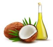 Noix de coco avec de l'huile Image libre de droits