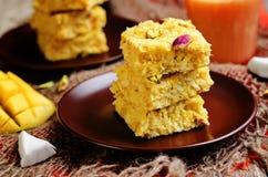 Noix de coco Burfi de mangue Bonbons indiens Photographie stock libre de droits