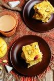 Noix de coco Burfi de mangue Bonbons indiens Image libre de droits
