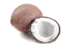 Noix de coco entière et demi noix de coco d'isolement Image libre de droits