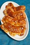 Noix de coco fraîchement cuite au four et faite maison, amande, pasteries du danois de griffe d'ours image stock