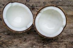 Noix de coco sur le bois Photo libre de droits