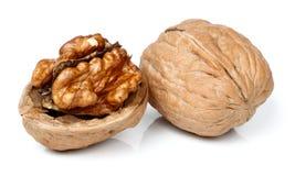 Noix entière et demi morceau de noix Photos libres de droits