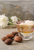 Noix et beurre de bassie Photo stock